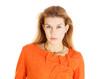Portrait von Model / Junger Frau in orangenem Kleid