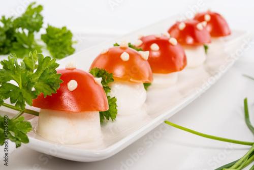 Funghetti di mozzarella e pomodoro, antipasto