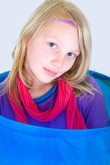 Portrait von einem Mädchen mit Kopfband