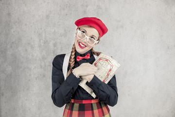 ragazza turista vintage con cappello rosso