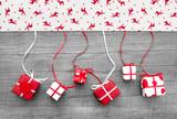 Rote Weihnachtsgeschenke als Dekoration f. Weihnachten