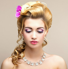 Beauty Lady. Woman with Jewelry - Platinum Necklace and Earrings