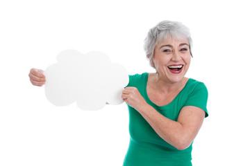 Grauhaarige älter Frau isoliert mit einem Schild in der Hand