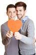 Lachendes schwules Paar mit Herz