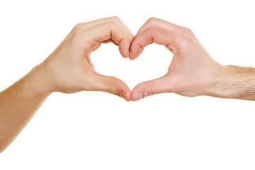 Zwei Leute zeigen Herz mit Händen