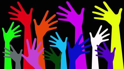 gruppo di mani colorate che si innalzano