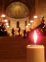神聖な教会 キャンドルの灯り