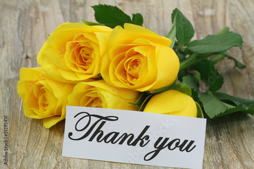 Thank you note with yellow bouquet on wooden surface