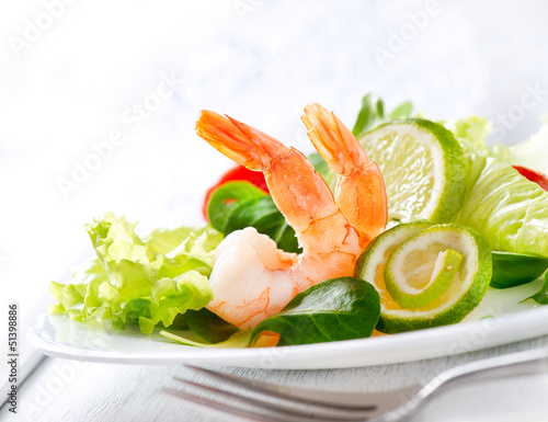 Prawn salad. Healthy Shrimp Salad with mixed greens and tomatoes