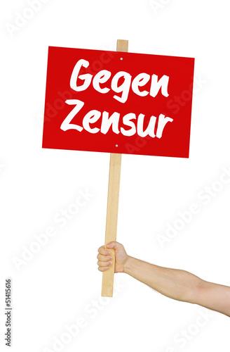 Person hält Schild mit der Aufschrift Gegen Zensur