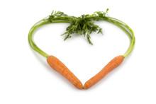 Świeże marchew w kształcie serca