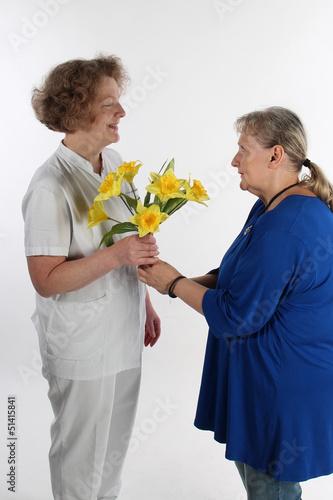 Patientin dankt Krankenschwester