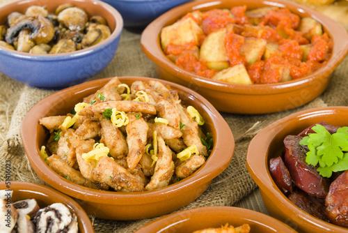 In de dag Buffet, Bar Spanish Tapas in traditional cazuelas