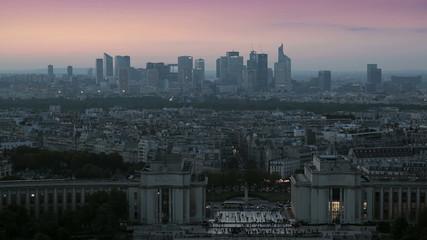 Городской пейзаж Парижа на закате