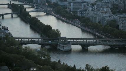 Река Сена и мосты в Париже