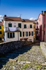 Varese Ligure,borgo rotondo,tipico ponte a schiena d'asino