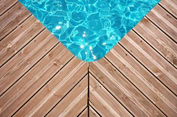 détail piscine et terrasse