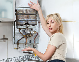 The housewife is upset, the gas water heater has broken