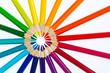 Buntstifte bilden einen Farbkreis