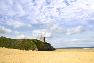 beach and Ballybunion castle on the edge of a cliff