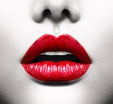 Sexy Lips. Image conceptuelle avec Vivid bouche ouverte rouge