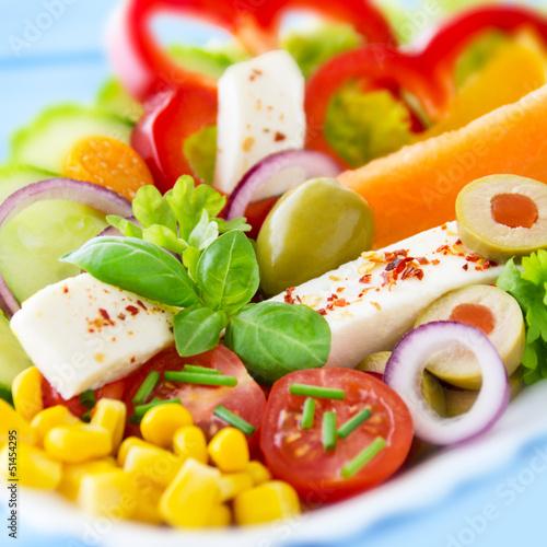 Zdjęcia na płótnie, fototapety na wymiar, obrazy na ścianę : Mozzarella - Salat mit Chiliflocken und Melone