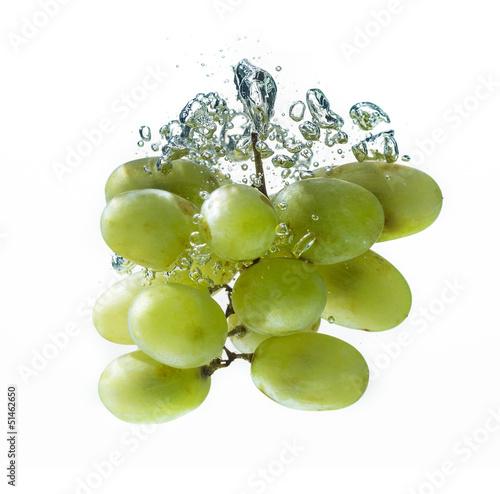 Foto op Canvas Opspattend water Green grape in water splash
