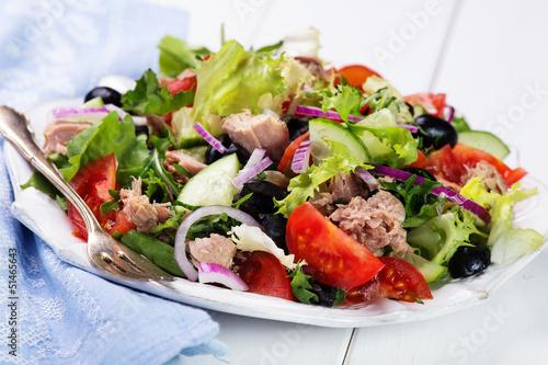 Fototapeta fresh vegetable salad with tuna