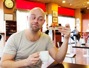Middle-aged man enjoying coffee with a pintx