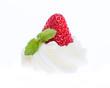 Erdbeere auf Sahnehäubchen