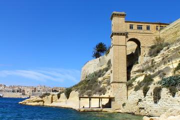 Ascensor del antiguo hospital naval Bighi en Kalkara, Malta
