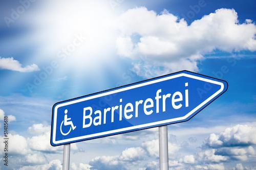 Wegweiser mit Barrierefrei und Sonne