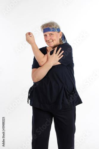 Frau beim Dehnen nach dem Sport