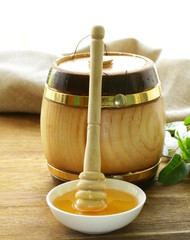 wooden barrel with an organic floral honey