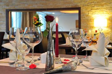 Gedeckter Tisch im Hotelrestaurant
