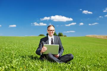 arbeiten unter blauem himmel