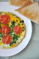 Omlette mit Bärlauch und Tomaten