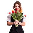 attraktive Frau im Dirndl und mit Tulpenstrauss