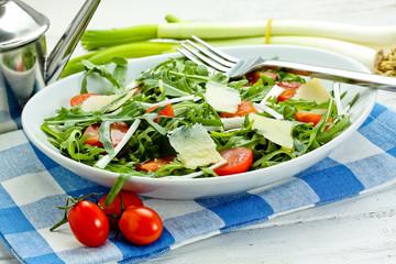 insalata con rucola,pomodorini,grana e scalogno