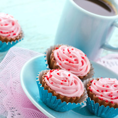 Chocolate cupcake pralines with coffee
