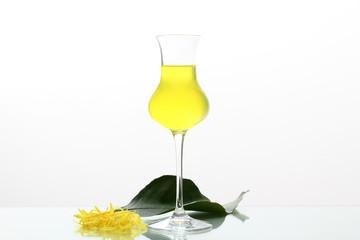 limoncello bevanda alcolica con limone