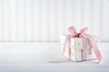Vintage floral pattern gift box