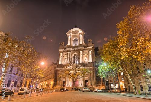 paryz-architektura-i-zycie-miasta-noca