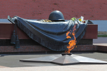 Tomb of the Unknown Soldier with burning flame in Alexander Gard