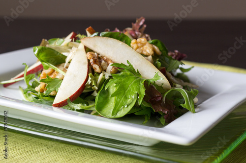 pear and wallnut salad