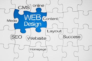 Puzzle in Blau mit Webdesign