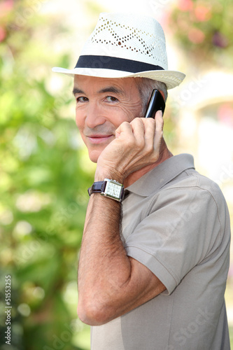Man with hat and phone