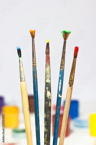 кисти с краской
