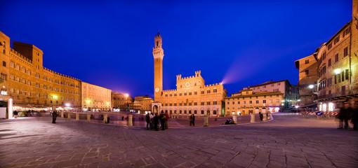 Piazza del Campo Siena di notte