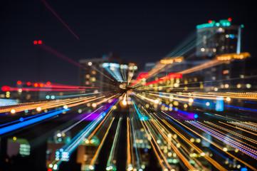 Los destellos de luces de los edificios en la ciudad Miami